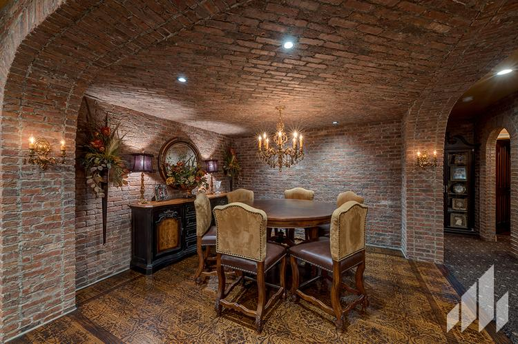 Manufactured veneers brick wall in dining room