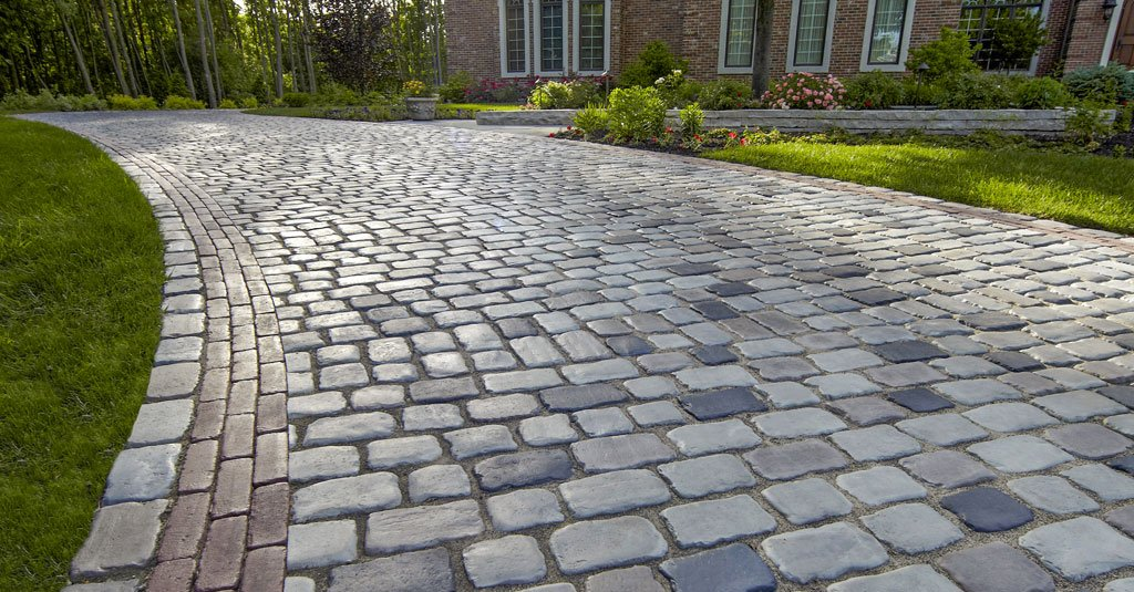 Unilock Courtstone square and rectangular pavers used for driveway