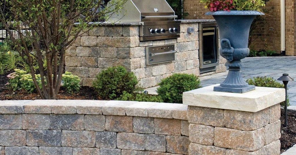 Wall, pillar and builtin barbecue made with Unilock Estate wall systems